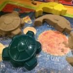 【子育てアイテム】室内で砂遊び「キネティックサンド」